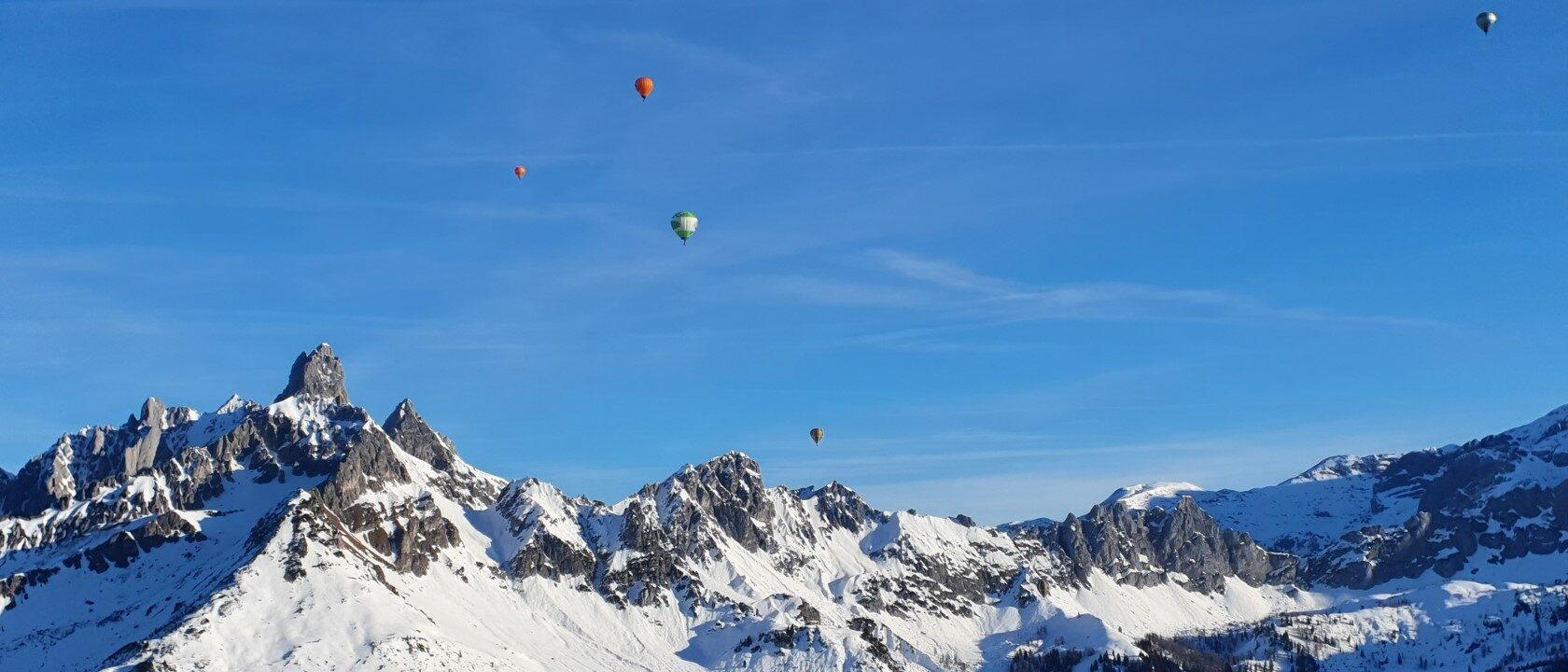 Balloonfahrt in den Alpen